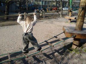 Dítě potřebuje především všestranný pohyb a zátěž pro systém tělesné motoriky