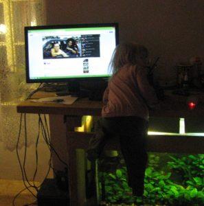 Využití počítače vede děti k akrobacii :)